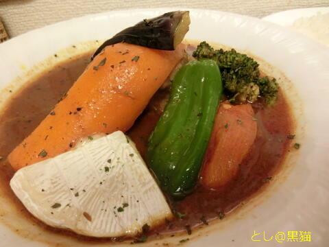 スープカレー カムイで、野菜チキンカレー +カマンベールチーズをトッピング 3辛