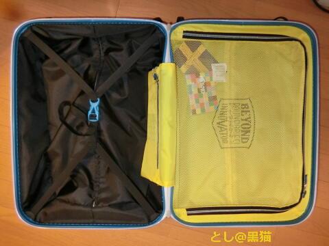 オシャレなポリカーボネート製のトラベルキャスターバッグ