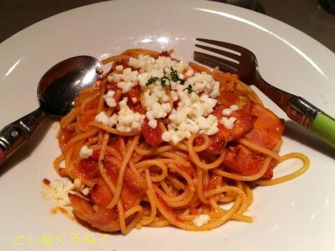 パッパーレ・ヴィーノ  厚切りベーコンとモッツァレラの辛口トマトパスタ