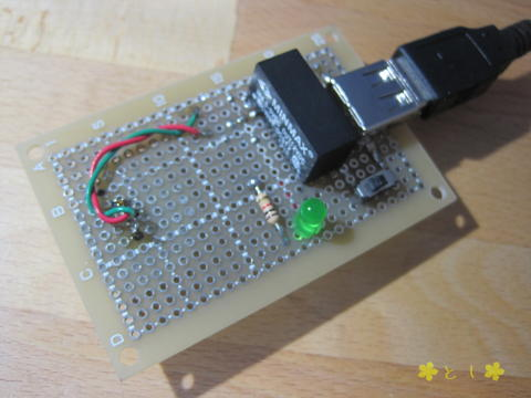 表面: スライド式の電源スイッチ、緑色LED + 抵抗(1KΩ)によるパイロットランプ